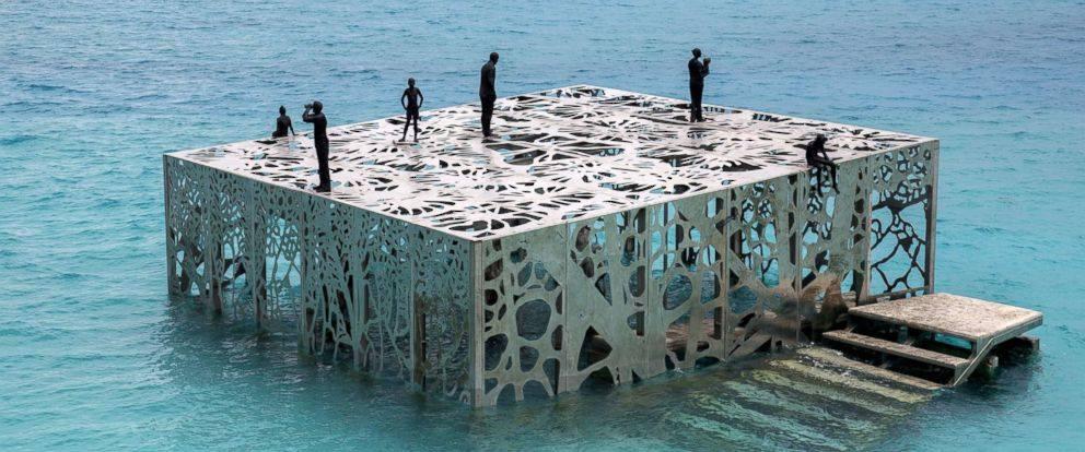 Scultura subacquea unica nelle Maldive distrutta dopo essere stata dichiarata non islamica.